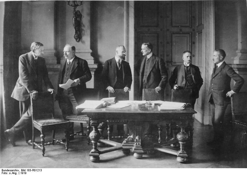 an analysis of the treaty of versailles and the ways it affected germany after world war one