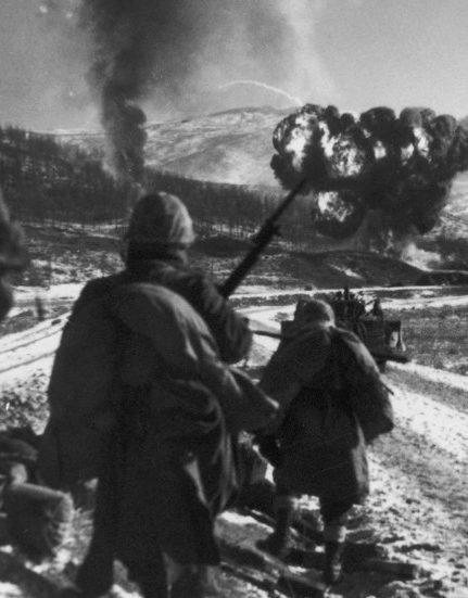 an overview of the korean war On nov 25-26, 1950, the chinese army entered the korean war in earnest with a violent attack against the american and united nations forces in north korea the 300,000-man chinese offensive.